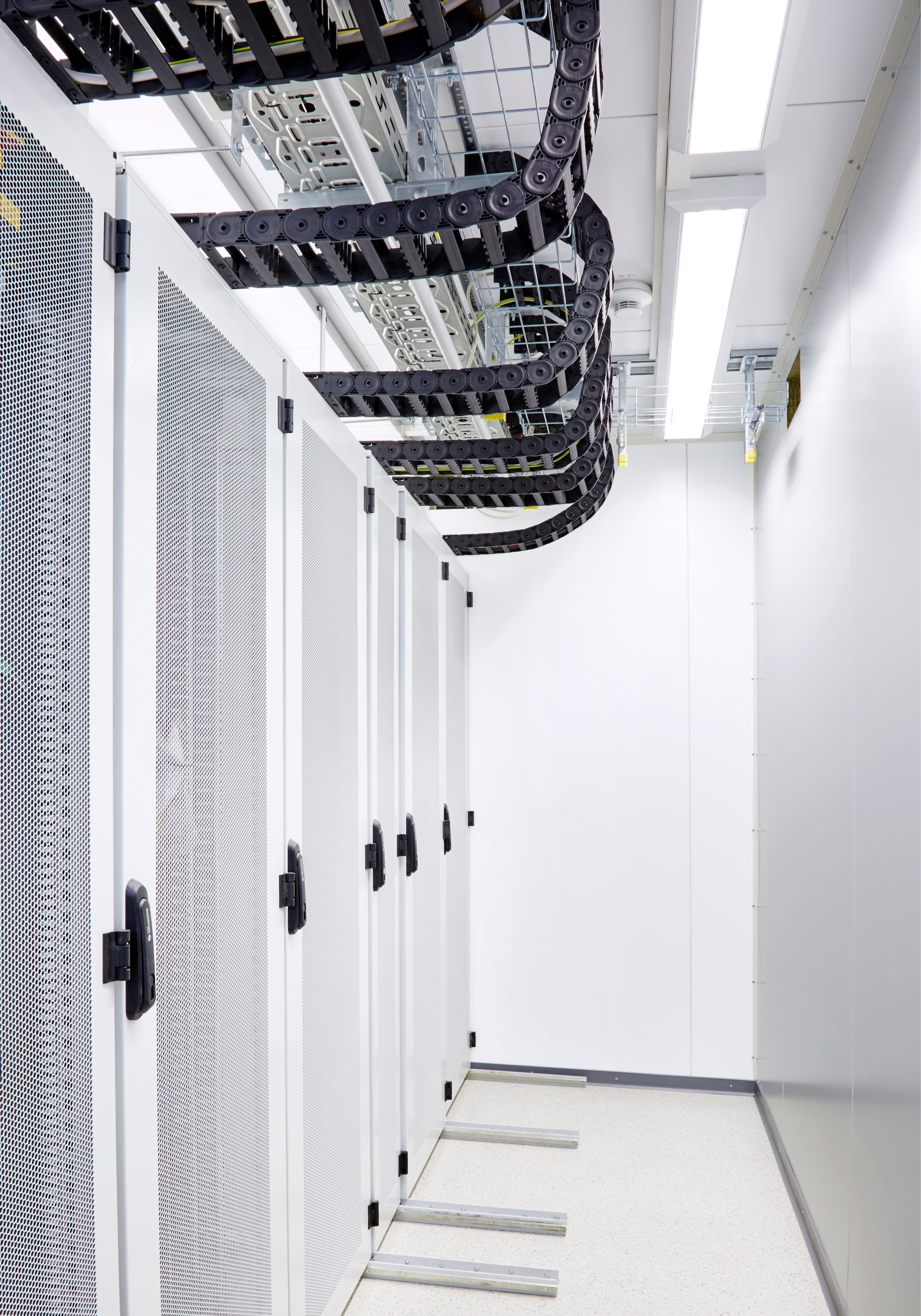 Dc Itcontainer Mobile Modular Indestructibly Good Data Center Design Eg Power Engineering 4