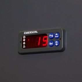 Modern climate control with individual temperature alarm and malfunction indicator